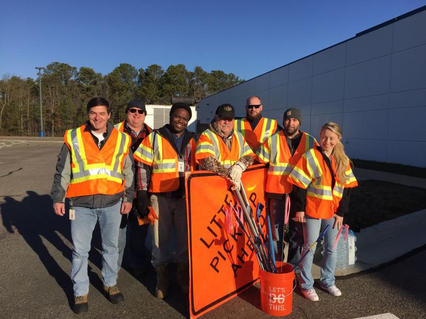 Kosmo employee volunteers for litter pickup